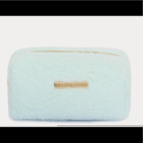 8009f50404 NEW 🔥 Mint faux fur makeup bag! PrettyLittleThing